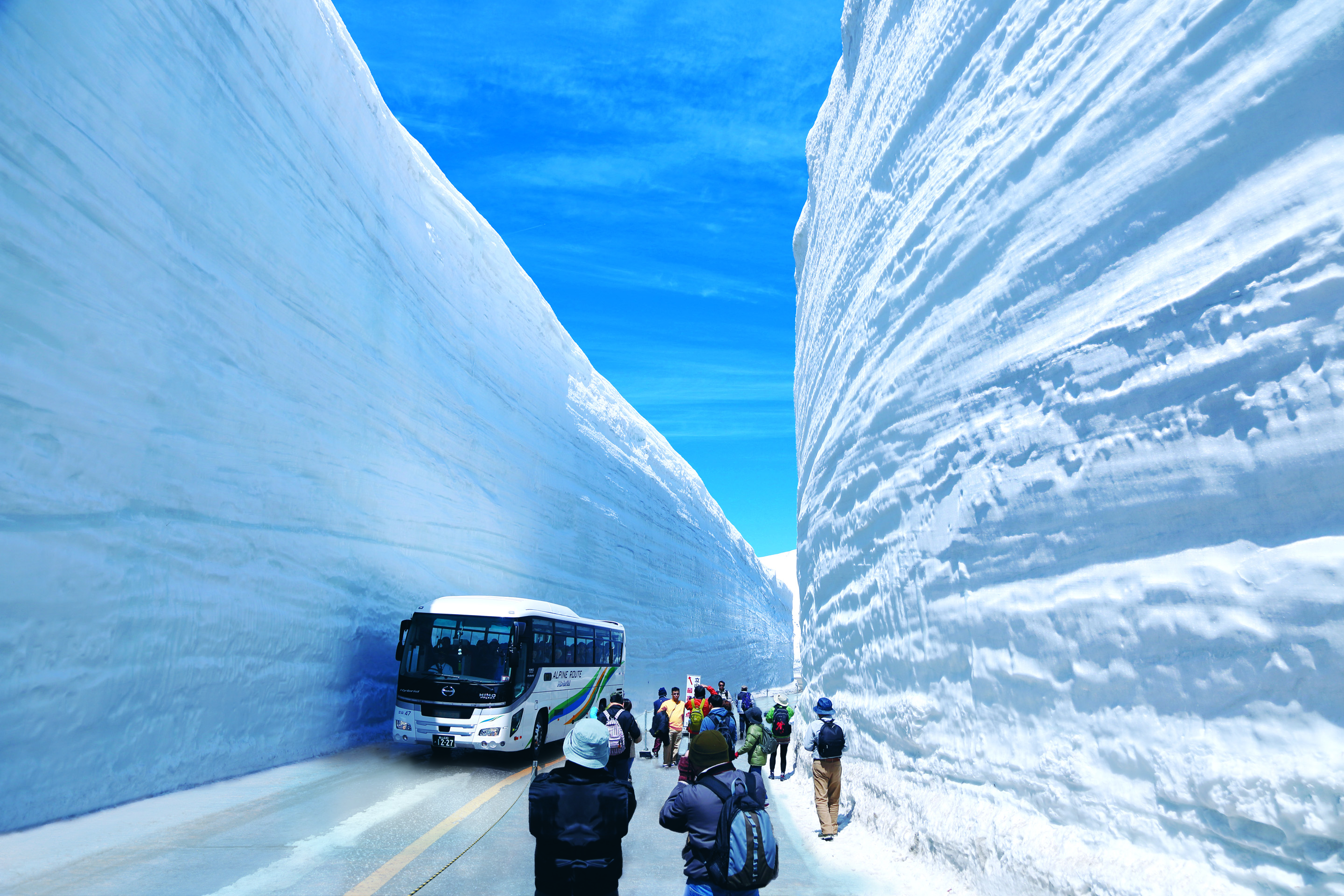 66 feet of snow on the tateyama kurobe alpine route official tourism guide for japan
